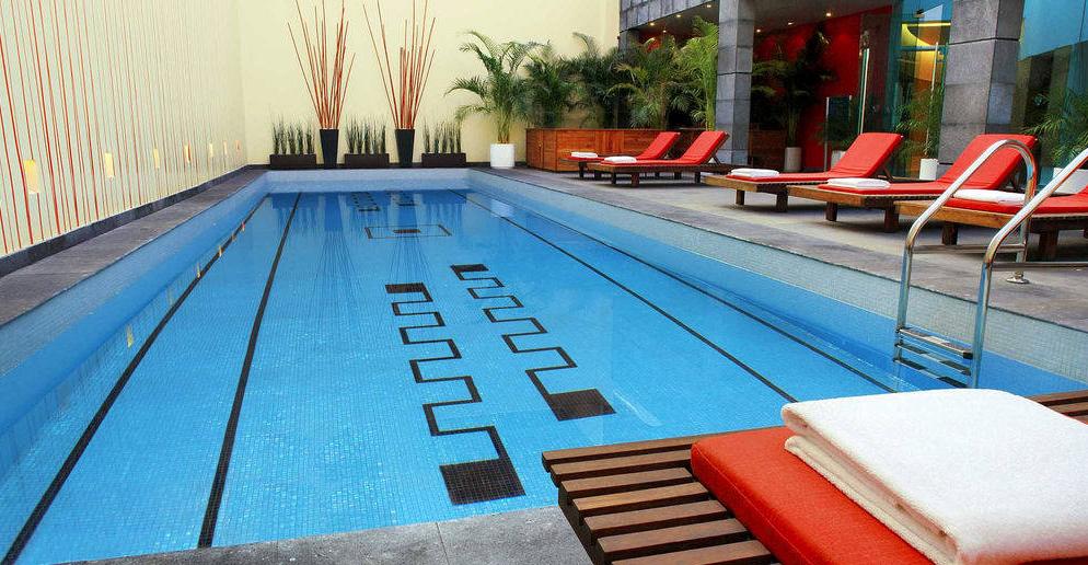 Esta va por si se les antoja un chapuzón en la piscina imponente. Foto Marriott Reforma Difusión.